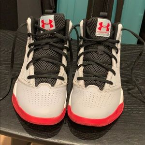 Under Armour Boys Basketball Shoes Size 4Y